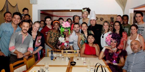 """Com uma inauguração pra lá de VIP no último sábado dia 08 de Agosto, o restaurante """"Recanto dos Aruãs"""" recebeu alguns famosos como: Kamilla Salgado (Ex BBB e Miss Pará), Gustavo Taboza (Mister Pará 2014), os atores Duda Nagle (Zeca de Caminho das índias) e Maria Bia (Soraya de Sexo e as Negas), Maurício Xavier (Marcassa de Pé na Cova), e Fernando Cursino (Memórias de um gigolô) ambos dirigidos por Miguel Falabella. Passaram por lá também os atores paraenses Fabrízio Bezerra, Adelaide Texeira, Joaquim Araújo e o comediante paraense Rominho Braga."""